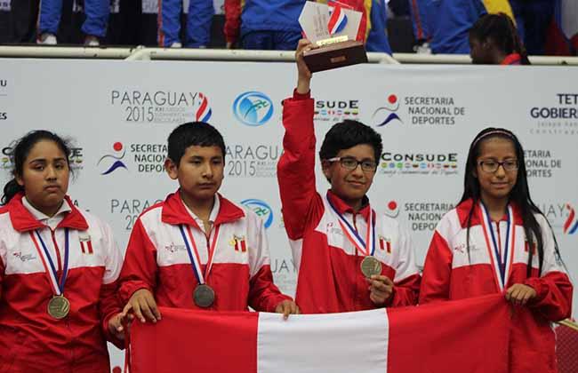 1-2 ajedrez - tres medallas de oro - una de plata y una de bronce